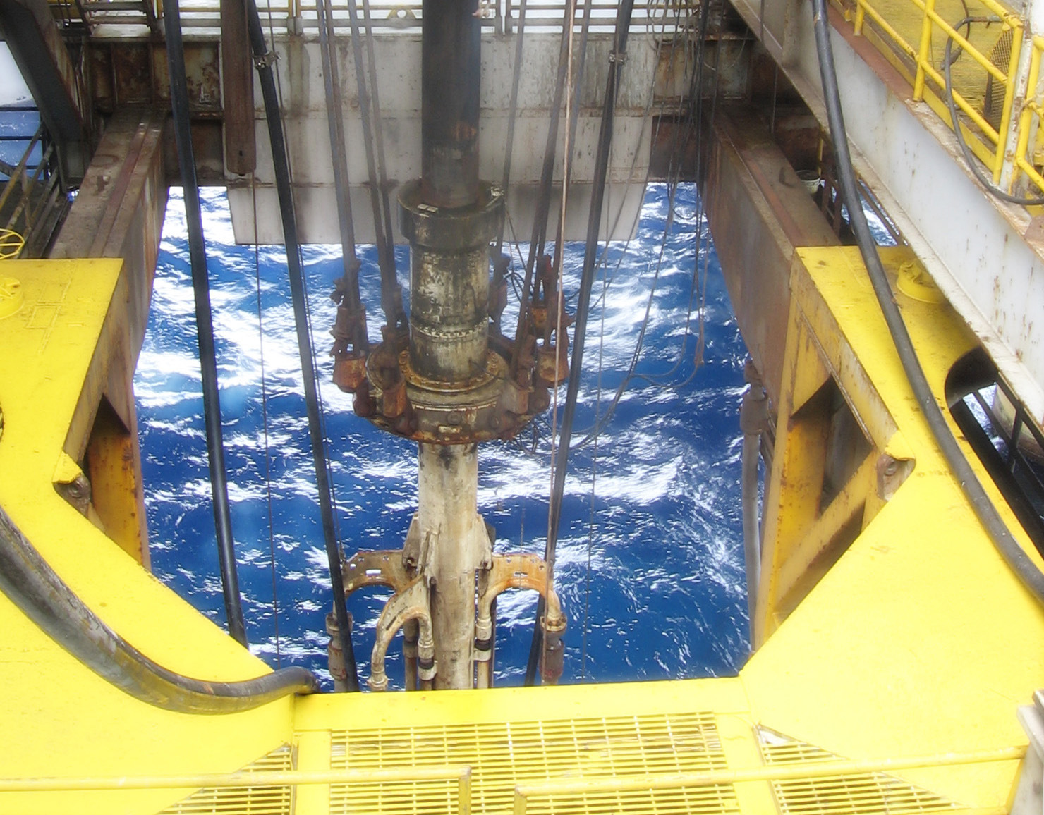 drilling riser through moonpool